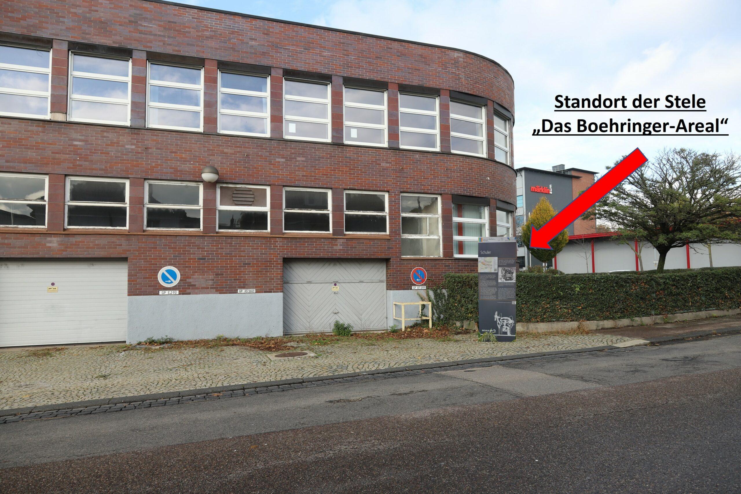 Standort der neuen Stele vor den ehemaligen Fuhrparkgaragen an der Hermannstraße