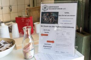 Schild mit Spendenaufruf